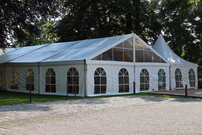Zelt für Gartenparty
